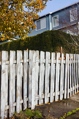 HOA home with picket fence